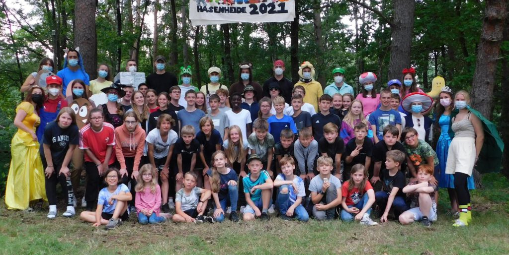 Gruppenfoto der Teilnehmenden des Ferienlagers